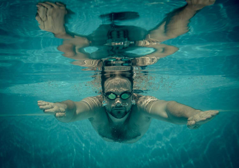 La colazione prima di andare in piscina a nuotare