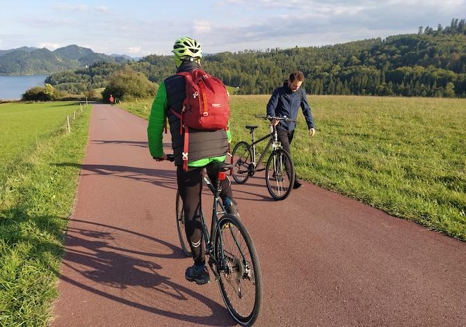 polonia-in-bici-la-ciclabile-velo-dunajec-sul-fiume-anche-in-zattera-lago-czorsztyn