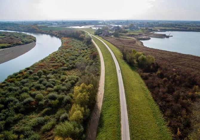 polonia-in-bici-la-ciclabile-velo-dunajec-sul-fiume-anche-in-zattera
