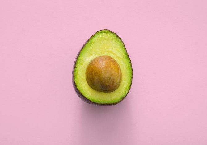 un-avocado-al-giorno-per-dimagrire-e-ridurre-il-grasso-sulla-pancia
